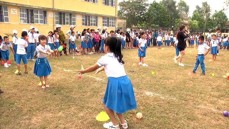 So với mặt bằng toàn tỉnh, tỷ lệ học sinh tham gia BHYT trên địa bàn huyện Thăng Bình thấp. Ảnh: BIÊN THỰC