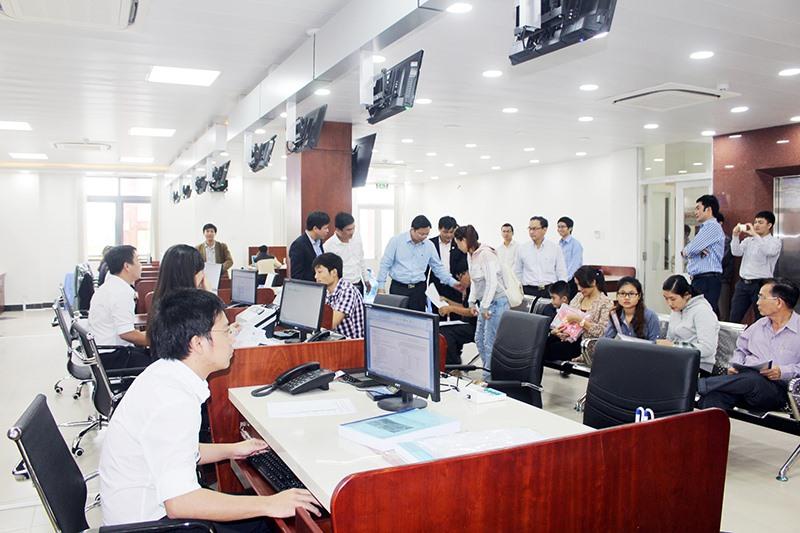 Sự vận hành thông thoáng của các trung tâm hành chính công là những điểm cộng trong việc trao quyền đánh giá năng lực cạnh tranh DDCI cho doanh nghiệp. Ảnh: T.D