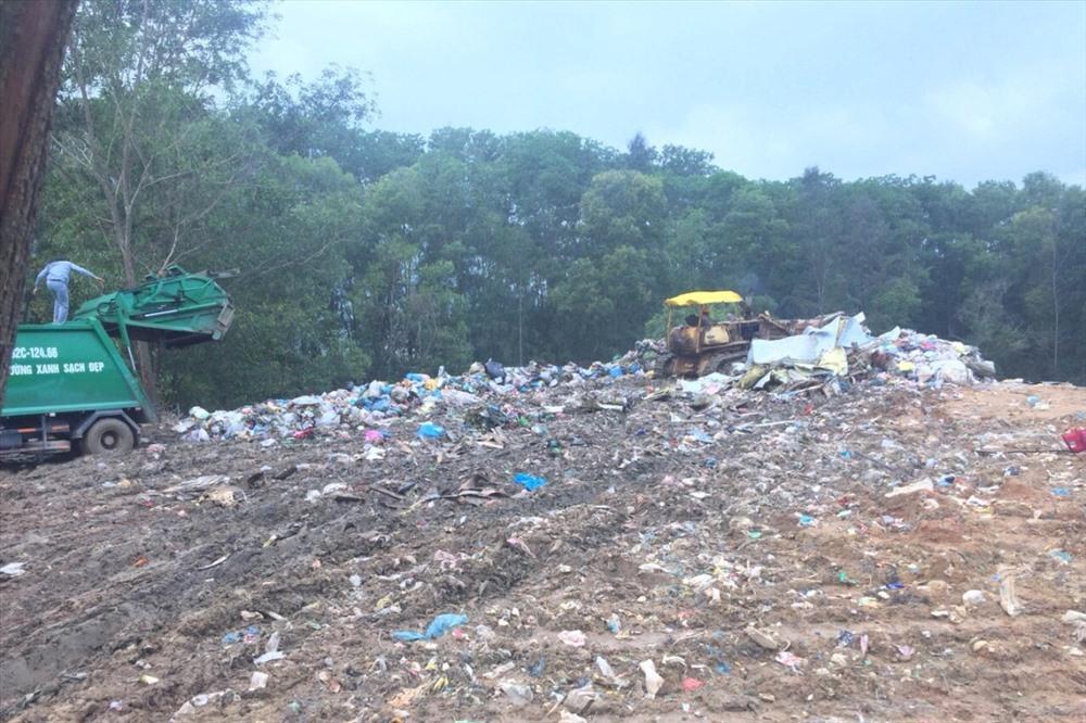 Khu chứa và xử lý rác thải Tam Nghĩa. Ảnh: T.T