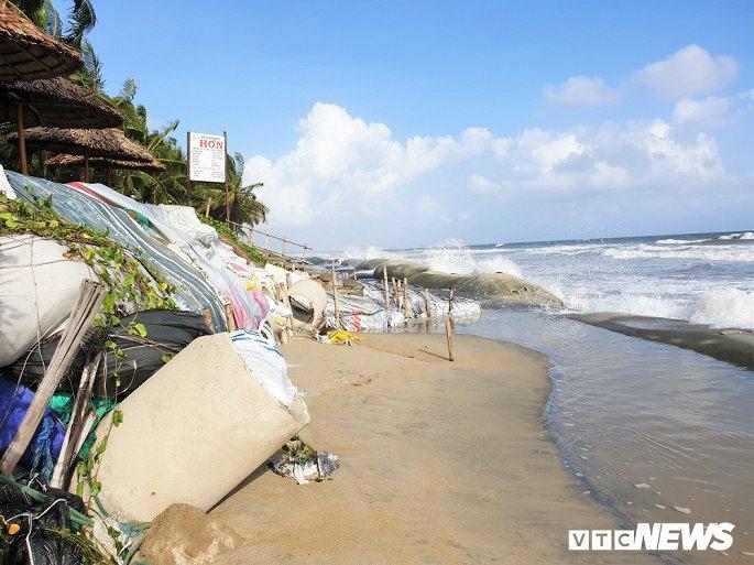 Cua Dai beach erosion