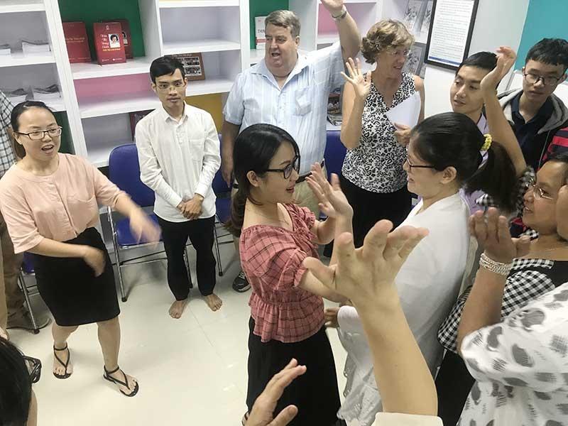 Một buổi sinh hoạt Câu lạc bộ tiếng Anh của sinh viên Trường Đại học Phan Châu Trinh. Ảnh: C.N