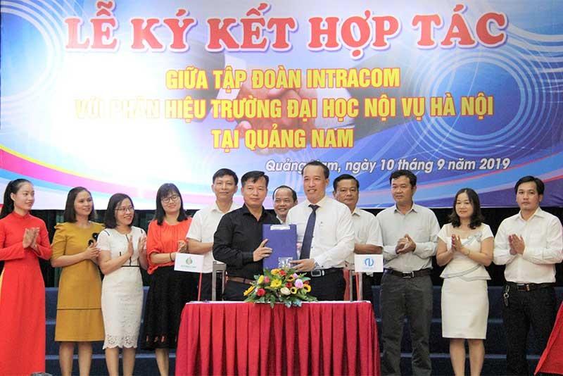 Trường Nội vụ Quảng Nam ký kết hợp tác với Tập đoàn Intracom. Ảnh: N.ĐẮC
