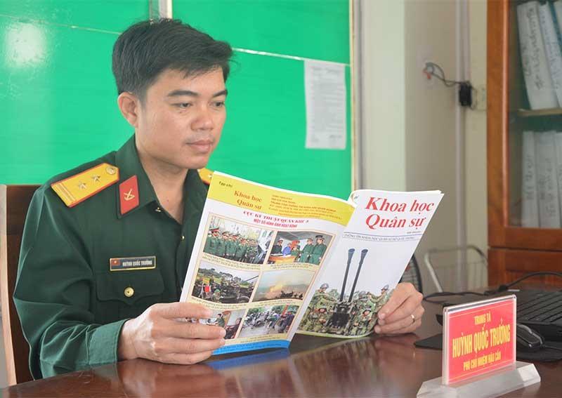 Trung tá Huỳnh Quốc Trưởng - người trở về từ Trường Sa. Ảnh: THÀNH CÔNG
