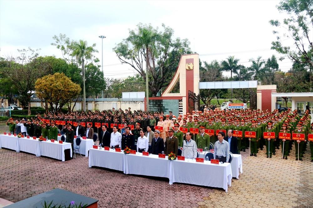 Đông đảo cán bộ, chiến sĩ các đơn vị Công an tỉnh dự lễ phát động. Ảnh: T.C