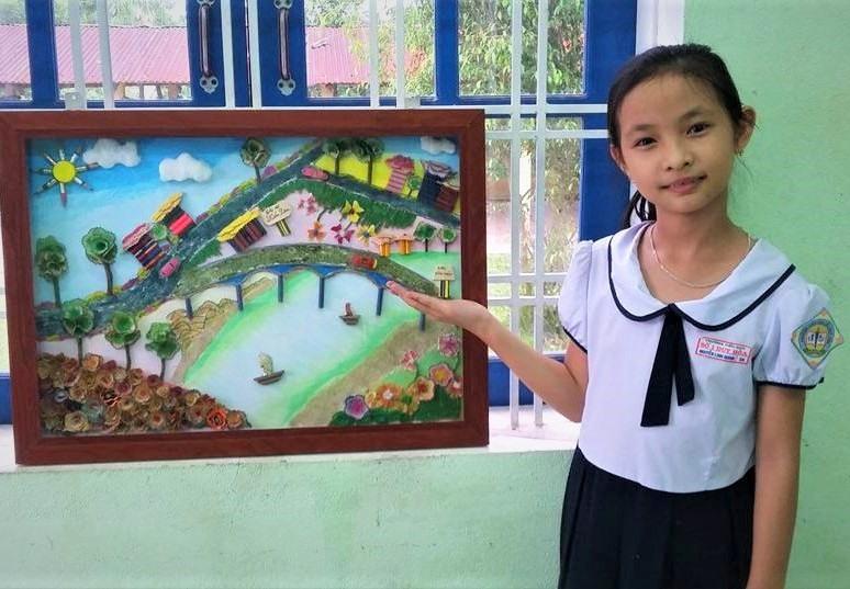 Từ mảnh vỏ bút chì, học sinh Trường Tiểu học Duy Hòa sáng tạo ra bức tranh đẹp mắt. Ảnh: L.C