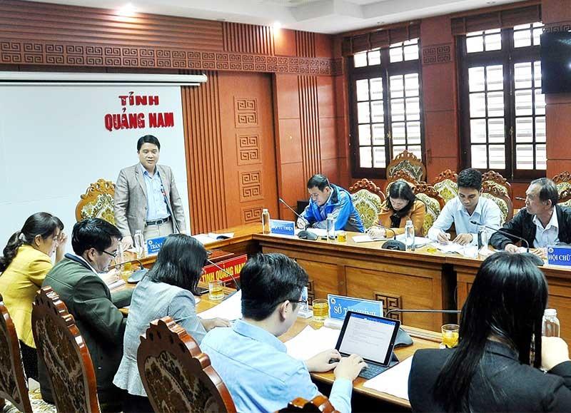 Phó Chủ tịch UBND tỉnh Trần Văn Tân làm việc với Hội Chữ thập đỏ và Hội Từ thiện. Ảnh: V.A