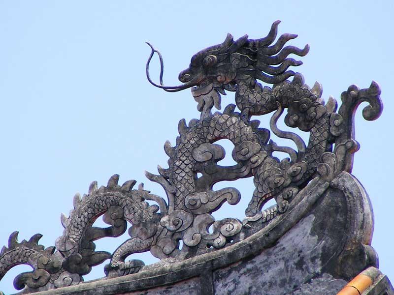 Rồng Việt Nam trên đỉnh điện Tử cấm thành Huế . Ảnh: Internet