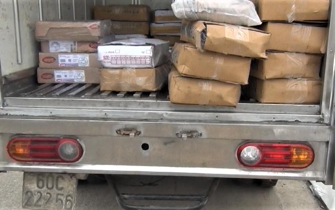 xe tải chở hàng không rõ nguồn gốc. Ảnh: C.A