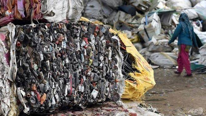 Các nước trên thế giới đang chiến đấu với số lượng lớn rác thải nhựa. (Ảnh: AFP)