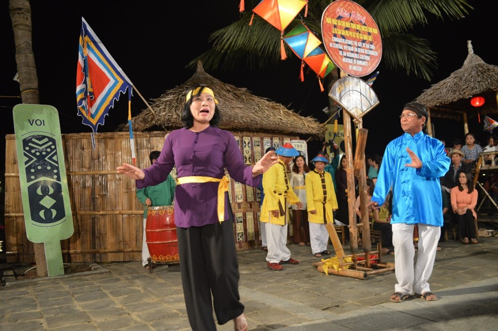 Art performance in Hoi An at night