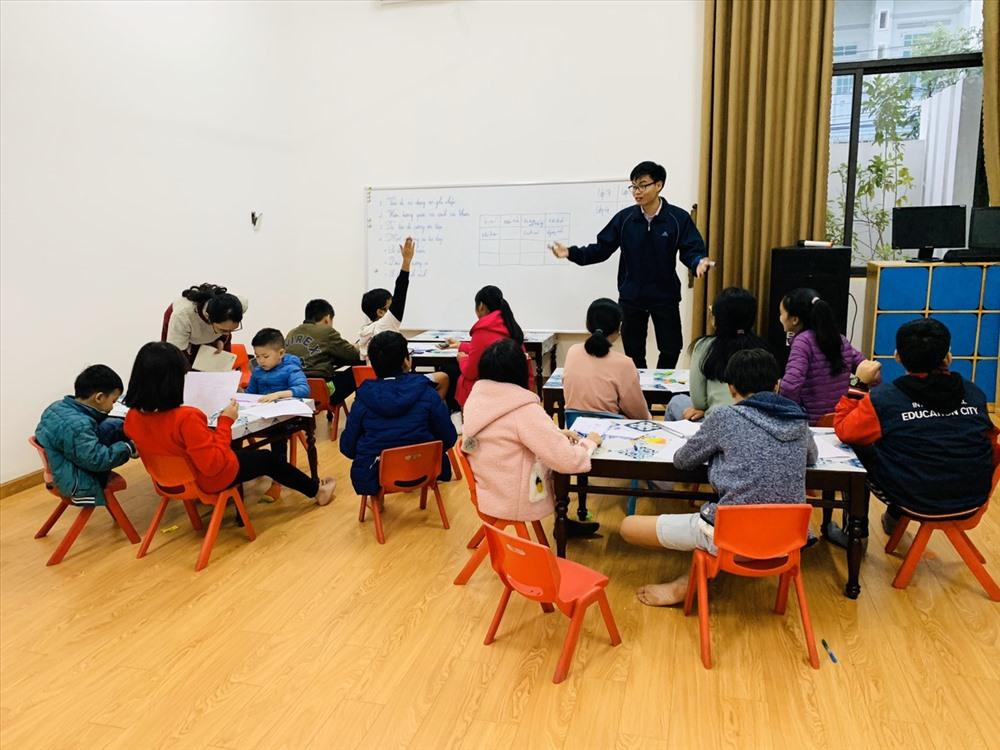 Một buổi học kỹ năng sống miễn phí do Trung tâm Khoa học sáng tạo STEAM & kỹ năng sống Little House liên kết tổ chức. Ảnh: C.N