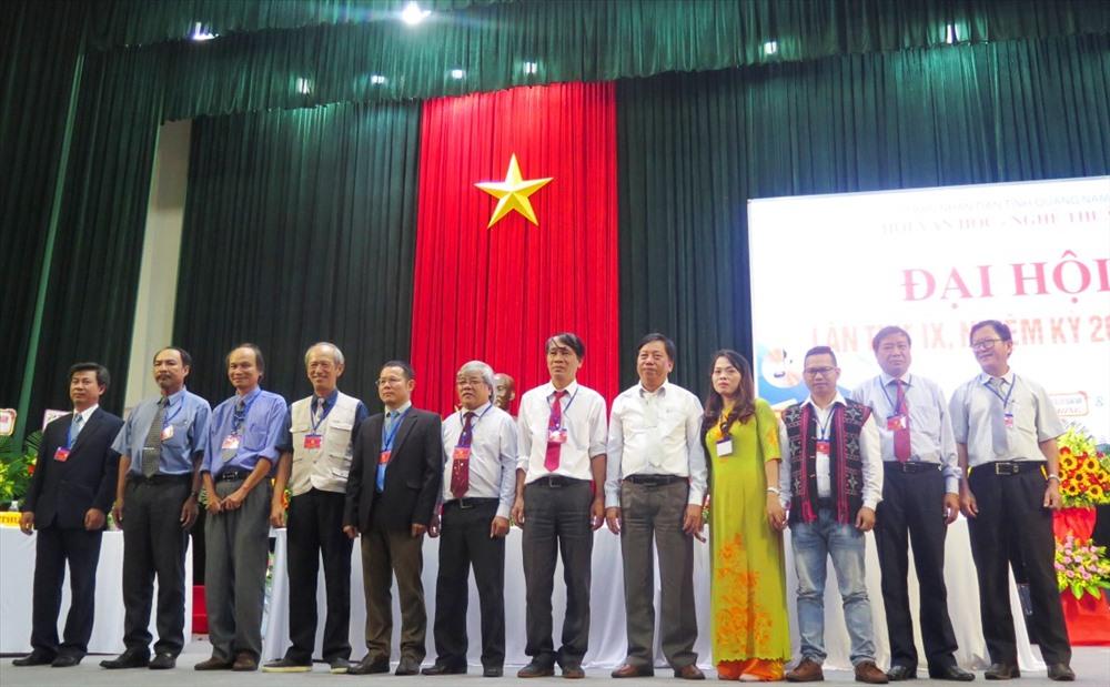 Ra mắt Ban Chấp hành Hội VHNT Quảng Nam khóa IX (nhiệm kỳ 2019 - 2024). Ảnh: X.H