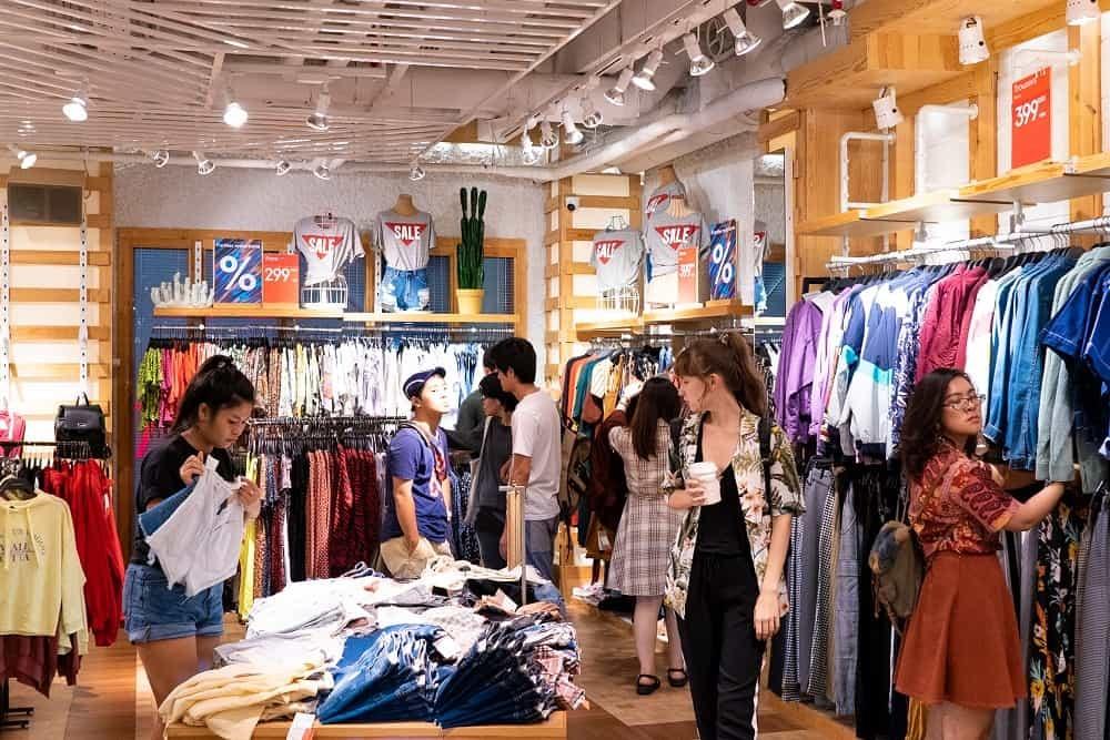 Thời trang luôn là mặt hàng được quan tâm nhất trong mỗi dịp Black Friday.