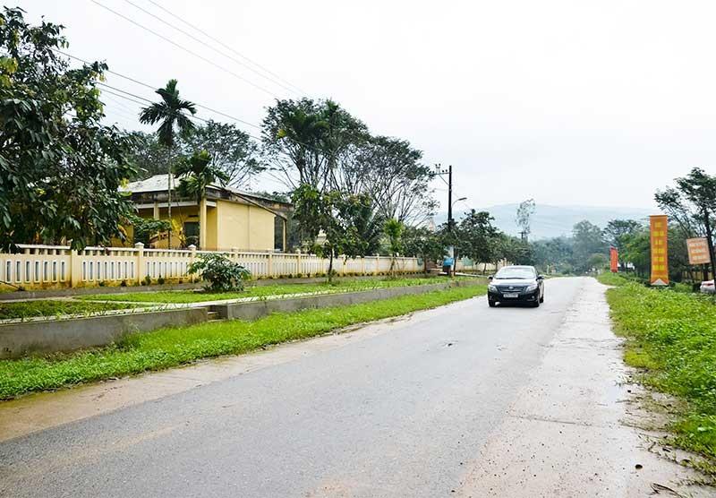 Diện mạo nông thôn mới xã Tiên Cẩm ngày càng khang trang, sạch đẹp. Ảnh: N.HƯNG