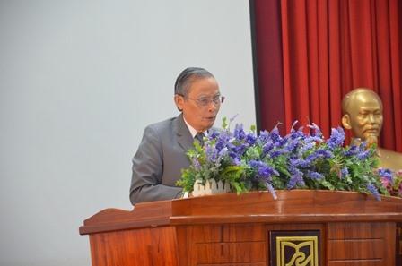 Anh hùng lao động, Nhà giáo ưu tú Lê Công Cơ - Chủ tịch HĐQT Trường ĐH Duy Tân phát biểu tại hội thảo. Ảnh: N.T.B