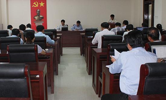 Buổi làm việc đánh giá kết quả phối hợp giữa PC Quảng Nam và huyện Núi Thành. Ảnh: VĂN PHIN