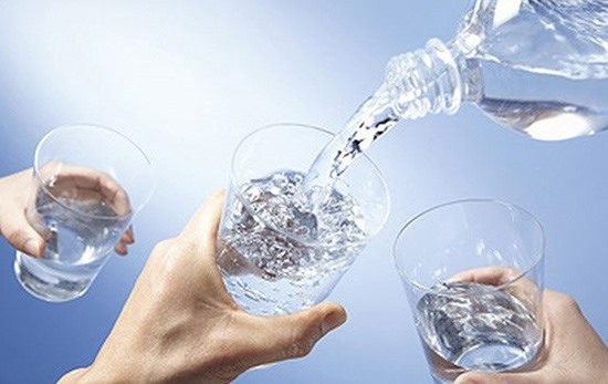Với những bệnh nhân suy tim mà uống nhiều nước làm tăng khối lượng tuần hoàn, sẽ bị suy nặng hơn. Ảnh minh họa: Internet