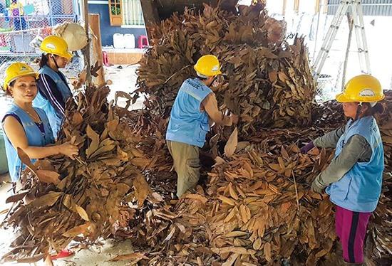 Các quy trình sản xuất của HTX Nông dược xanh Tiên Phước được khép kín, kiểm soát chặt chẽ, bảo đảm vệ sinh an toàn thực phẩm. Ảnh: Đ.H