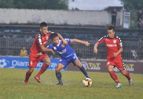 Hà Minh Tuấn (giữa) đang có phong độ ghi bàn cao hy vọng sẽ tiếp tục mang lại bàn thắng cho đội nhà. Ảnh: T.V