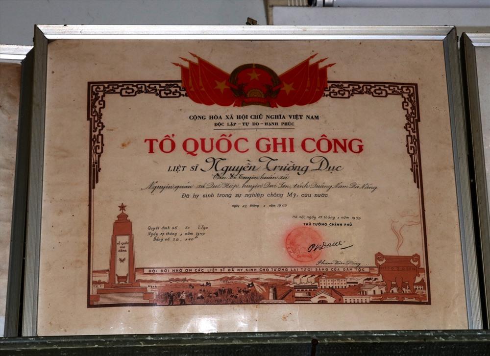 Bằng Tổ quốc ghi công liệt sĩ Nguyễn Trường Dục hiện được gia đình ông Huệ lưu giữ. Ảnh: H.Q
