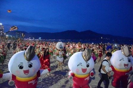 """Song hành trong các hoạt động, Đà Nẵng kêu gọi cộng đồng """"Nói không với rác thải nhựa!"""" để bảo vệ môi trường biển. Ảnh: X.L"""