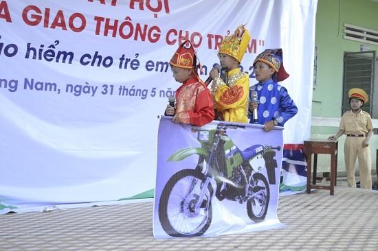 """Tiểu phẩm """"Ngọc Hoàng du ký"""" của Trường Tiểu học Nguyễn Văn Trỗi. Ảnh: C.T"""