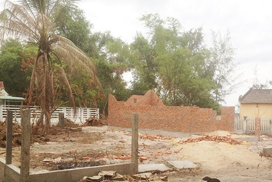 Căn nhà xây dựng không phép của hộ ông Lê Ngọc Vinh đang chờ tháo dỡ trả lại hiện trạng ban đầu. Ảnh: NG.ĐOAN