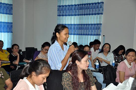 Chị Hồ Thị Mười - một gương điển hình của phụ nữ khởi nghiệp Quảng Nam trình bày ý kiến tại hội thảo về đầu tư khởi nghiệp sáng tạo do Hội LHPN Việt Nam tổ chức. Ảnh: VINH ANH