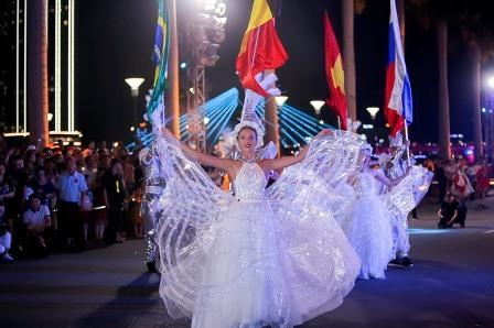 Náo nhiệt Carnaval đường phố Đà Nẵng 2019. Ảnh: N.T.B