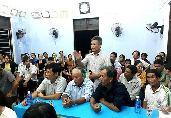 Người dân xã Tam Ngọc (TP.Tam Kỳ) đóng góp xây dựng Đảng, xây dựng chính quyền thông qua diễn đàn góp ý cán bộ, công chức. Ảnh: T.Q