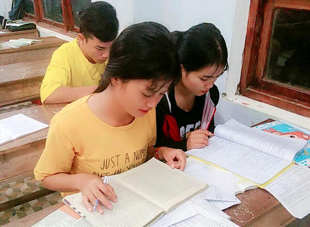 Học sinh tích cực ôn luyện chuẩn bị cho kỳ thi sắp tới. Ảnh: H.Q
