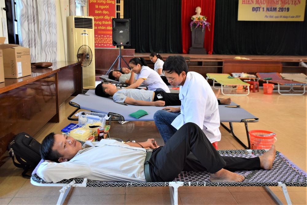 Người dân Phú Ninh tham gia hiến máu tình nguyện đợt 1 năm 2019. Ảnh: THANH THẮNG