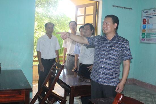 Phó Chủ tịch UBND tỉnh Lê Văn Thanh kiểm tra tại điểm thi Trường THPT Bắc Trà My. Ảnh: D.L