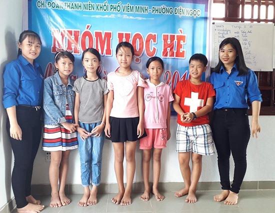 Lớp dạy hè miễn phí tại khối phố Viêm Minh. Ảnh: T.T