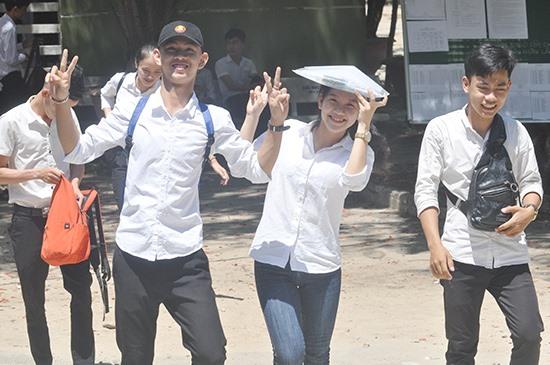 Niềm vui của các thí sinh sau khi hoàn thành kỳ thi. Ảnh: X.P