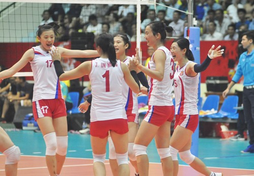 Niềm vui của đội tuyển Triều Tiên sau khi giành vé vào bán kết. Ảnh: T.V