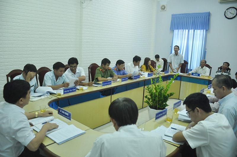 Tại cuộc tiếp dân định kỳ tháng 5.2019 của Thường trực Tỉnh ủy, ông Nguyễn Văn Nam cùng các con đến phản ánh việc UBND huyện Thăng Bình chậm thi hành Bản án số 34. Ảnh: N.Đ
