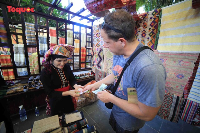 A tourist buys silk product at the festival.