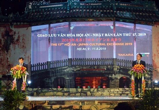 Sự kiện có sự tham dự của ngài Đại sứ đặc mệnh toàn quyền Nhật Bản tại Việt Nam (bên phải). Ảnh: KHÁNH LINH