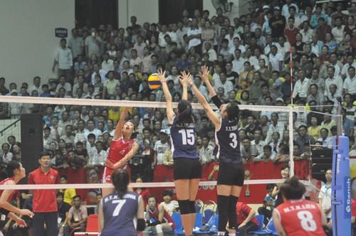 Đội tuyển Việt Nam thi đấu thăng trong 3 séc sau để giành chiến thắng chung cuộc. Ảnh: T.V