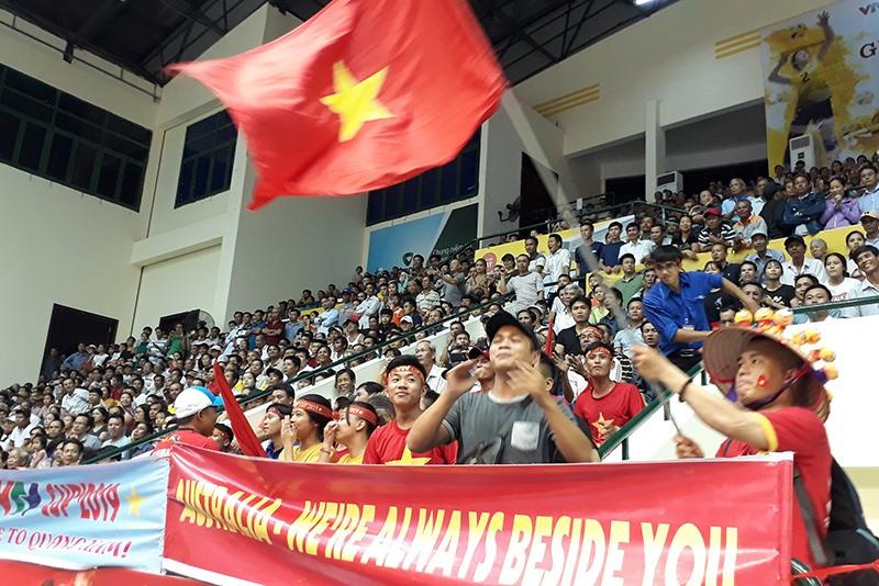 Sự cổ vũ cuồng nhiệt của người hâm mộ xứ Quảng sẽ là điểm nhấn của giải Bóng chuyền nữ quốc tế VTV Cup năm nay. Ảnh: A.N