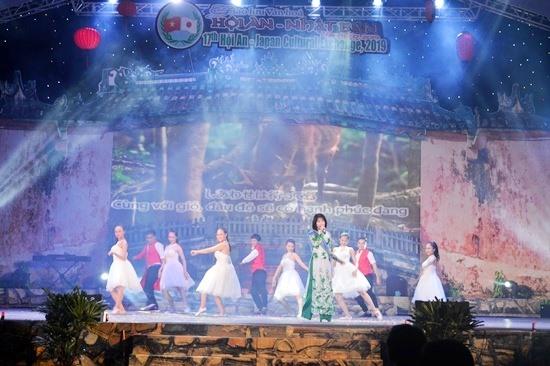 Japanese singer Ueno Yuka at the event.
