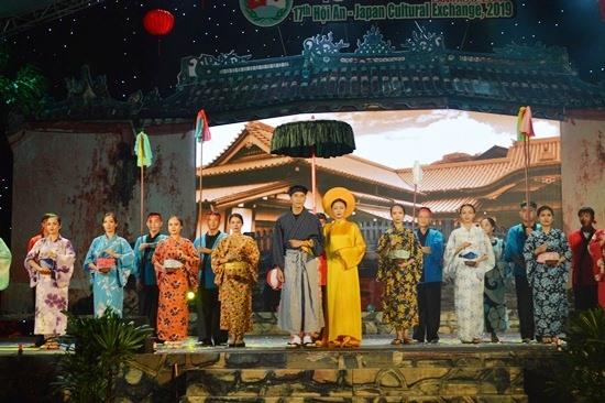 The love between Ngoc Hoa and Araki Sotaro is regarded as the Vietnam-Japan relationship.
