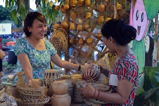 Nhiều hoạt động văn hóa, nghệ thuật, trình diễn nghề diễn ra xuyến suốt trong 3 ngày lễ hội.