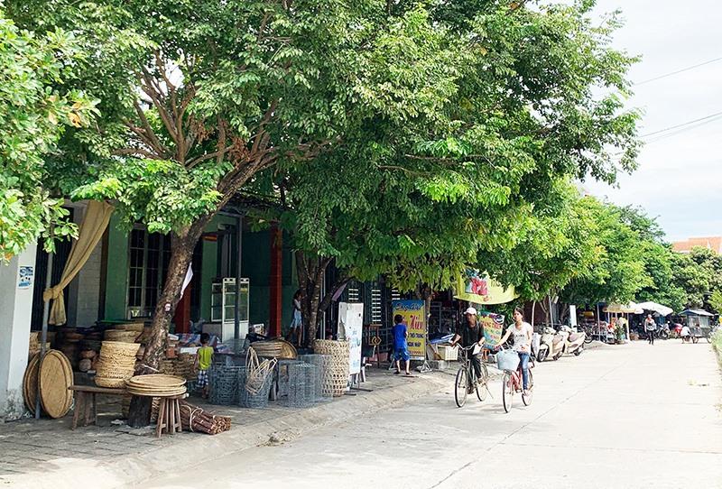 Hạ tầng khu dân cư tại Khu phố chợ Cây Sanh đã hoàn thiện, đường sá khang trang.