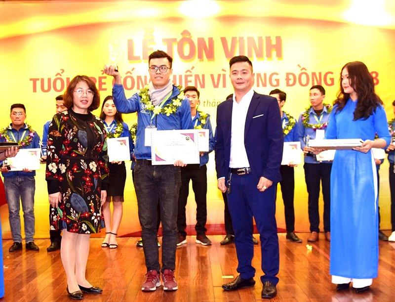 Nguyễn Xuân Lộc được Cộng đồng tình nguyện Việt Nam tôn vinh là Thủ lĩnh tình nguyện tiêu biểu năm 2018. (Ảnh nhân vật cung cấp)