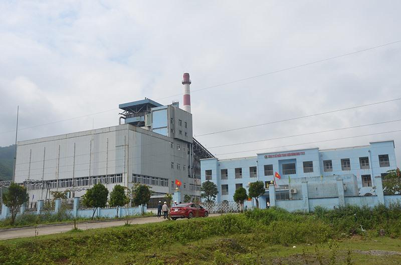 Nhà máy sản xuất than điện thuộc Công ty CP Than - điện Nông Sơn được chọn thí điểm chi trả dịch vụ môi trường rừng đối với dịch vụ hấp thụ và lưu giữ CO2 của rừng. Ảnh: T.HỮU
