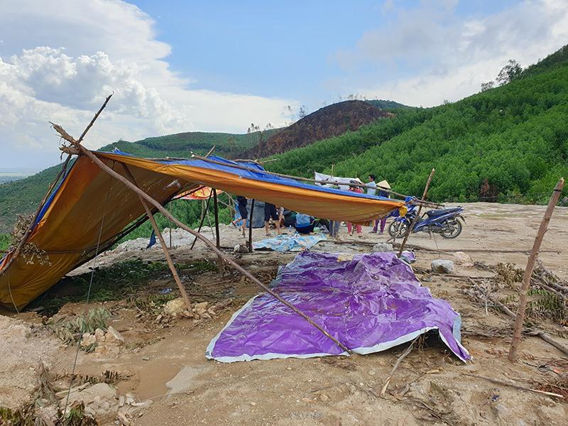 Người dân dựng lều phản đối dự án lò đốt rác Đại Nghĩa. Ảnh: T.H