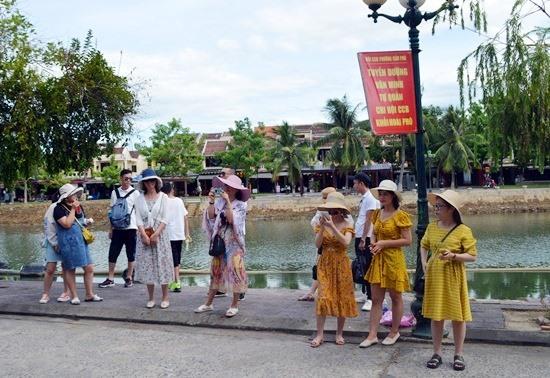 Một số thị trường khách quốc tế đến Việt Nam đang có dấu hiệu sụt giảm. Ảnh: KHÁNH LINH