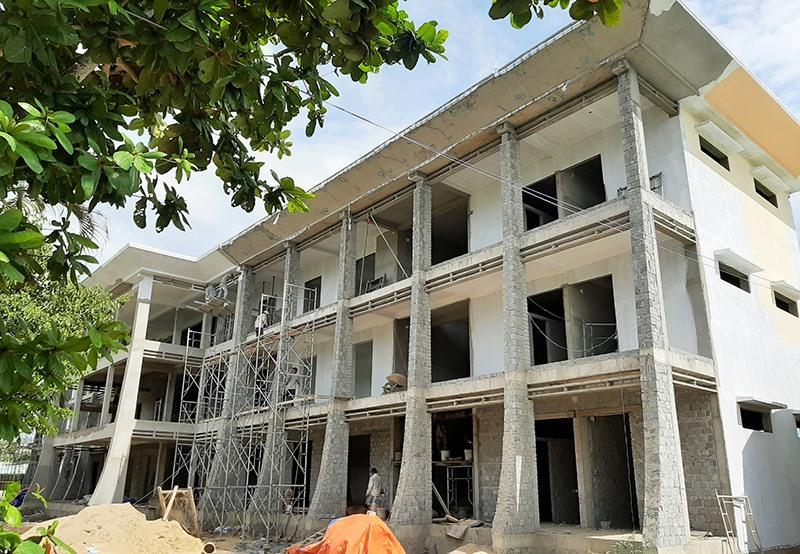 Trường THCS Nguyễn Trãi đang được đầu tư xây dựng mới hoàn toàn với tổng kinh phí hơn 40 tỷ đồng. Ảnh: TRIÊU NHAN